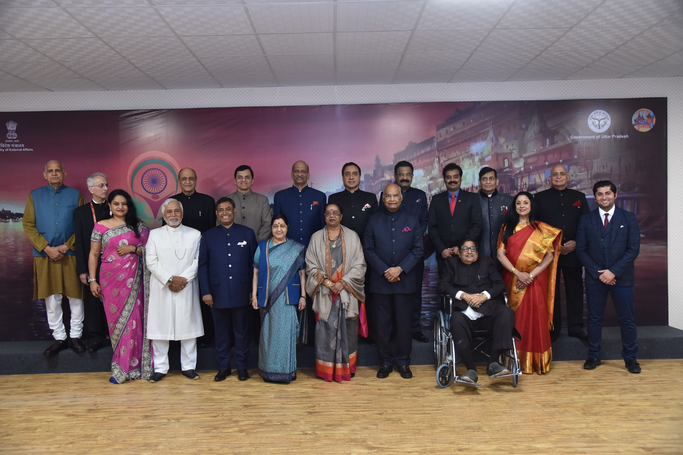 Group photographs of pravasi bhartiya samman winners with president and External Affairs Minister in Varanasi during pbd-2019
